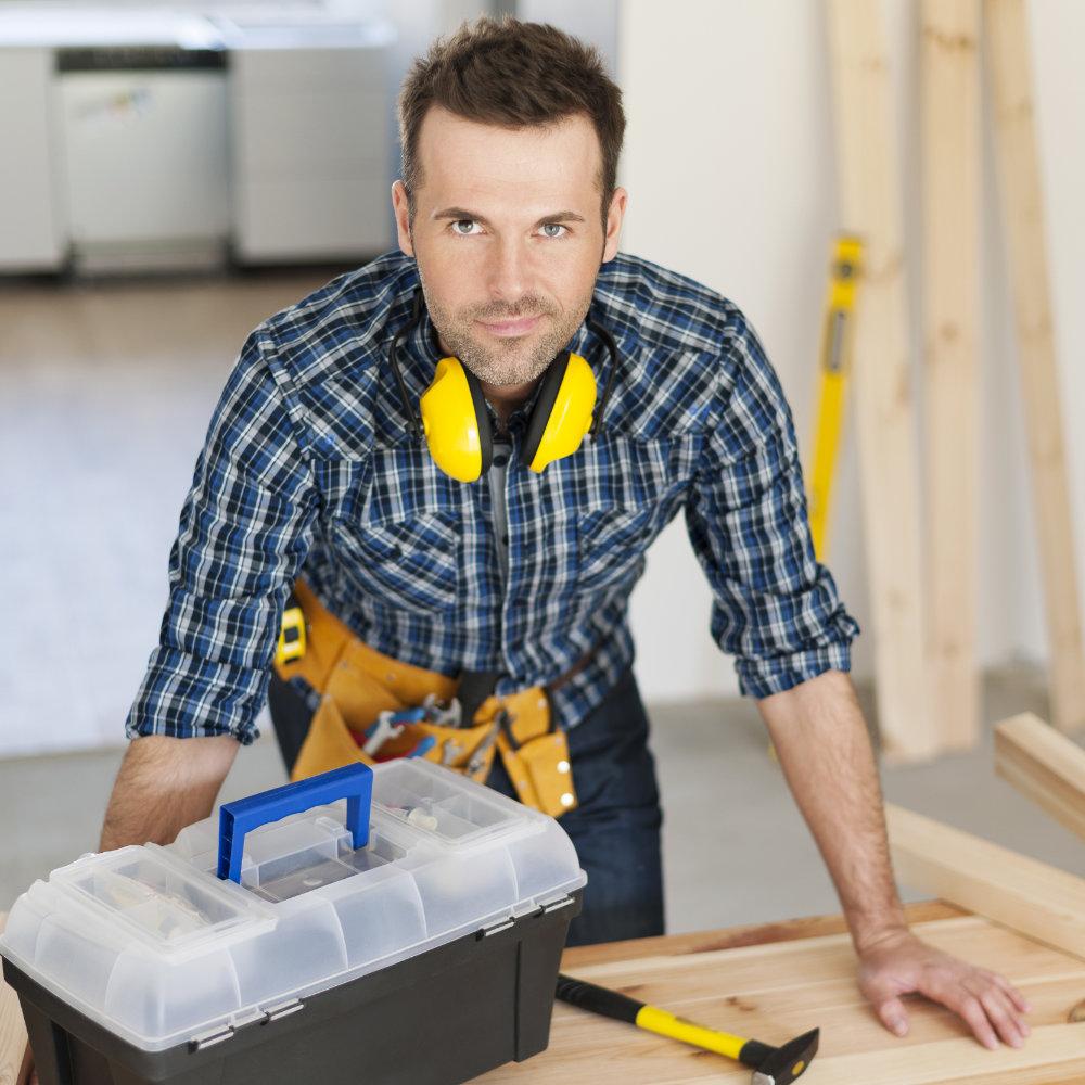 portrait-of-construction-worker-Q7LTXR8.jpg